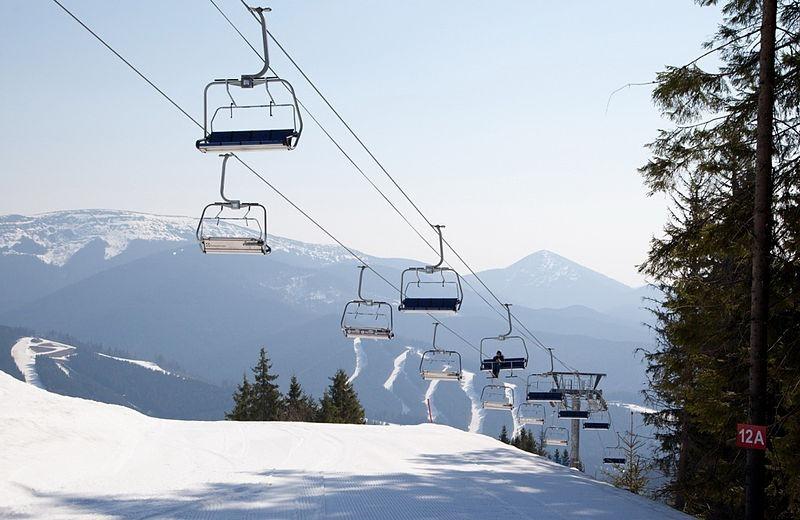 800px-Bukovel_lift