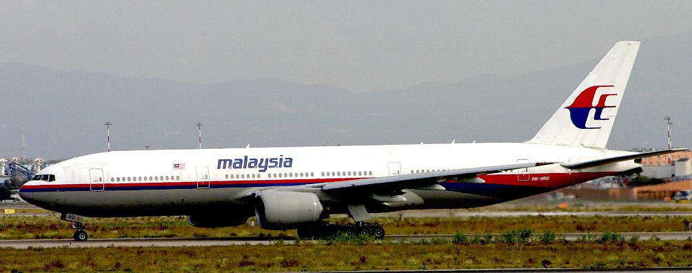 Разбившийся самолёт Boeing 777-200ER. Авиакомпания Malaysia Airlines. Фотография сделана в Риме за 3 года до катастрофы Источник https://en.wikipedia.org/wiki/Malaysia_Airlines_Flight_17#mediaviewer/File:Boeing_777-2H6ER_9M-MRD_Malaysian_(6658105143).jpg