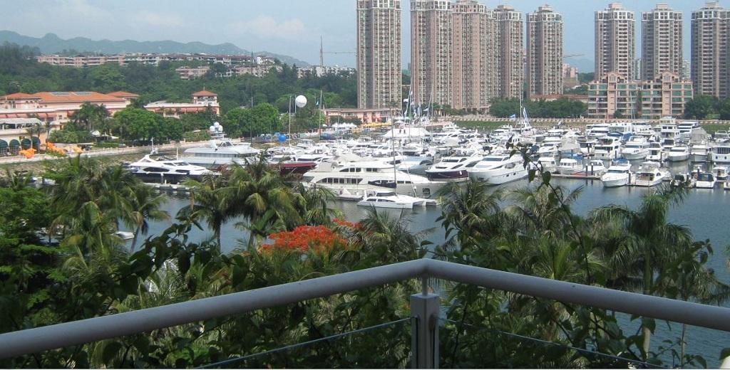 Вид на гавань для яхт