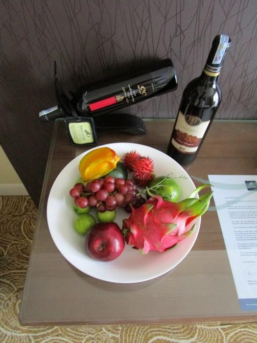 Приветственные фрукты и вино