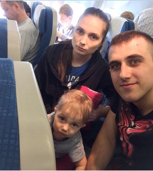 наши лица в самолете