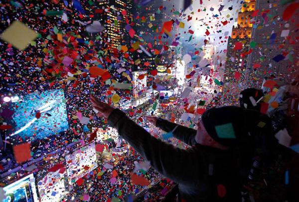 нью-йорк конфетти падает на иамс-сквер