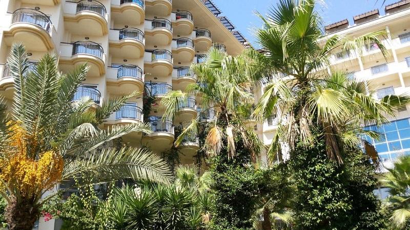 1-3Вид на отель с внутренней стороны