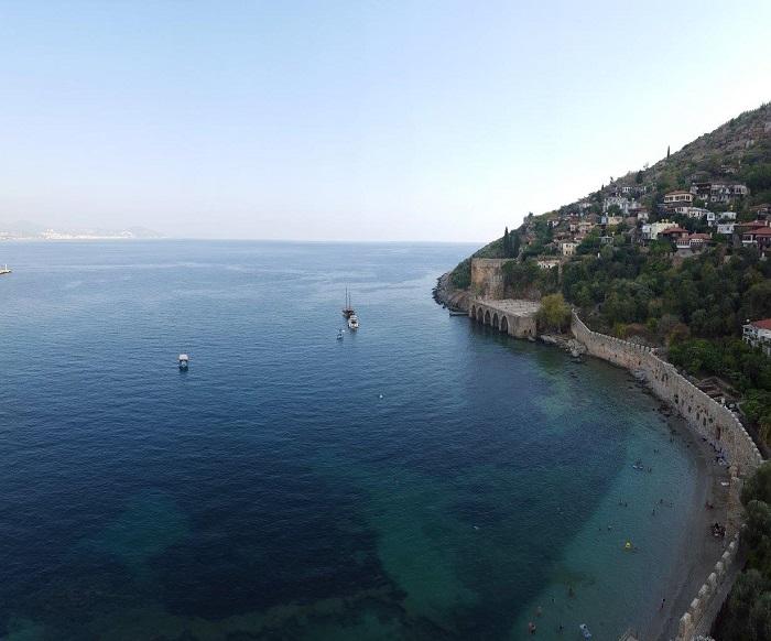 5-1. г. Аланья. Вид с турецкой башни постройка 13 в. Внизу купаются местные