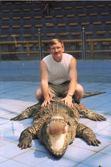 Люди и крокодилы