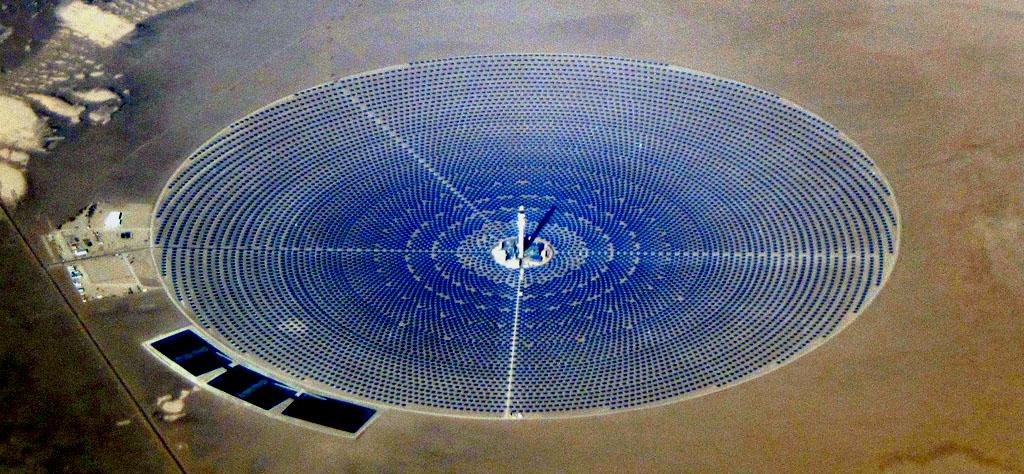 Crescent_Dunes_Solar_December_2014-2