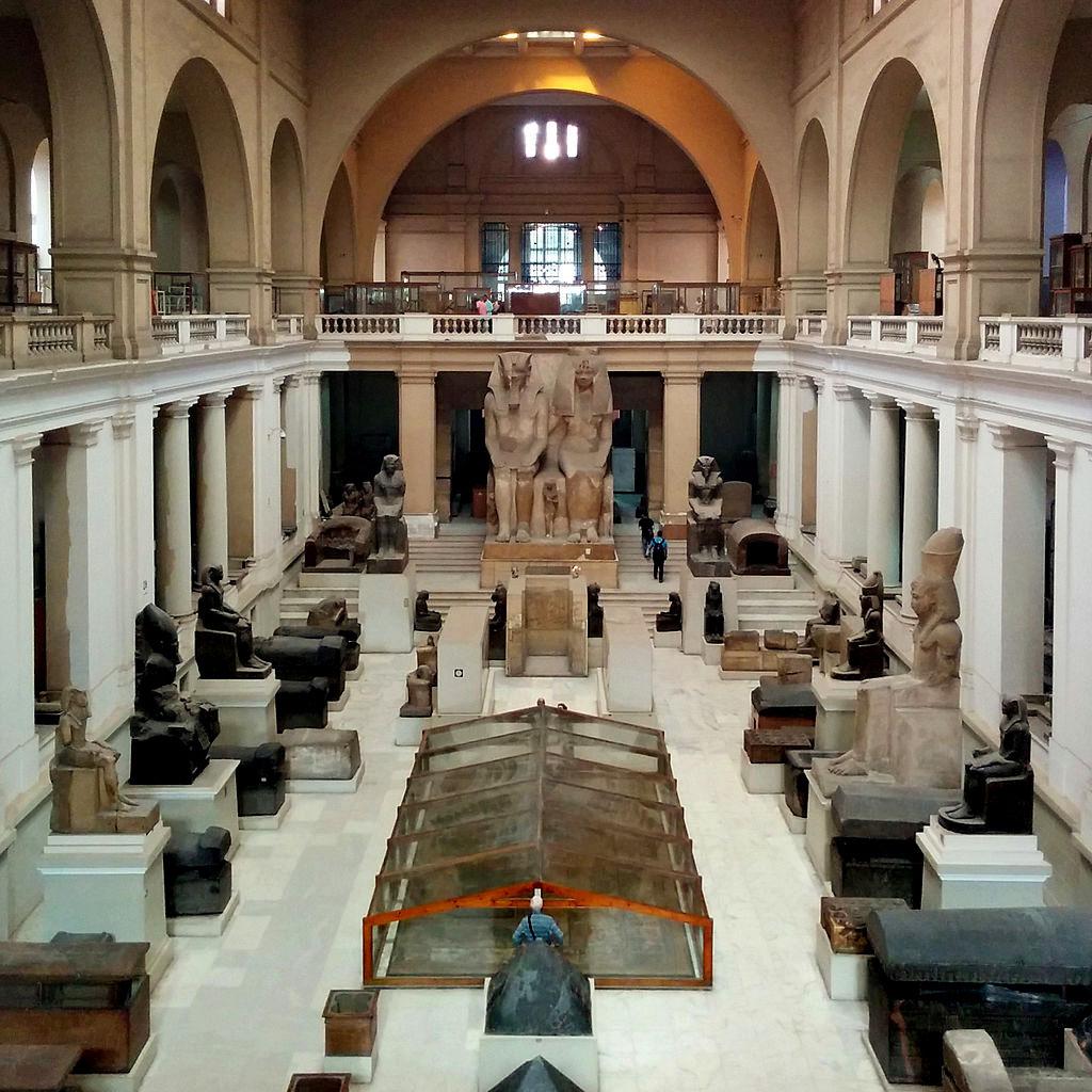 Museo_egizio_del_cairo,_main_hall_02