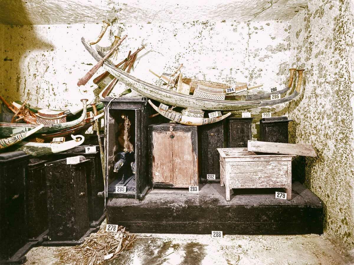1923 год. Набор челнов в сокровищнице гробницы