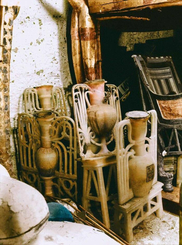Декабрь 1922 года. Декоративные алебастровые вазы в передней комнате